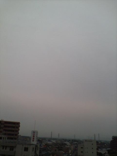 梅雨曇りの朝