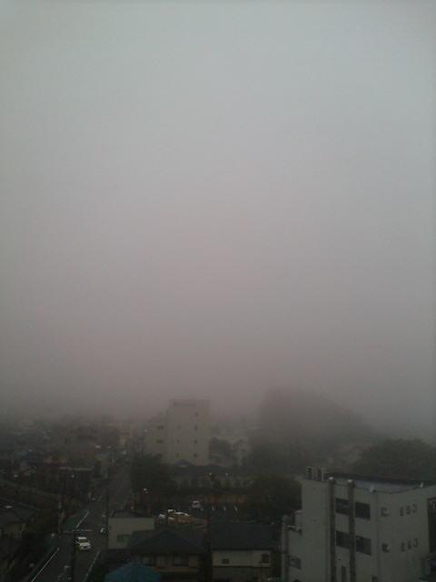 霧の川越の朝