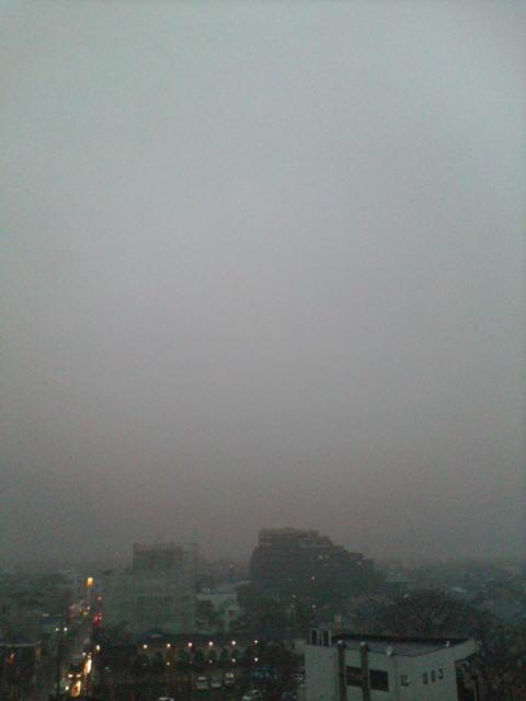 雨に煙る朝