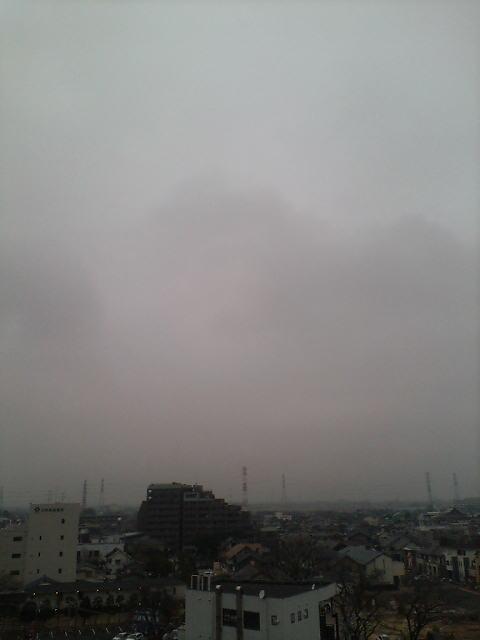 久々の曇り空