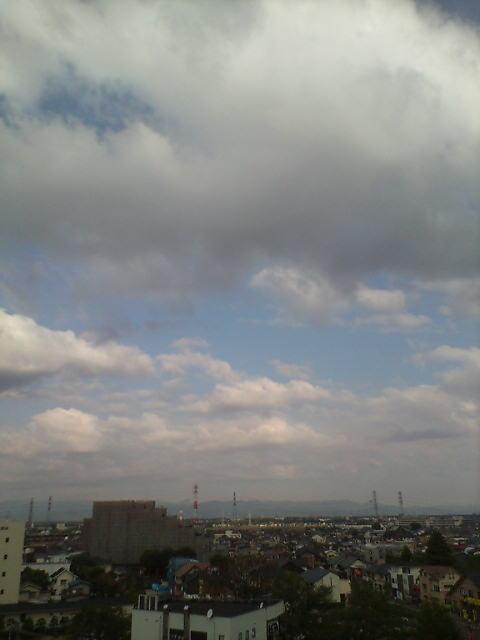 浮き雲いっぱいの朝
