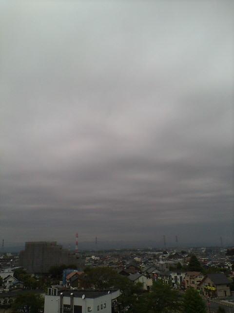 泣き出しそうな曇り空