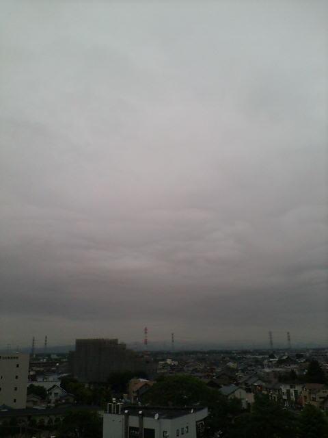 梅雨を感じさせる空